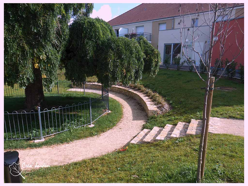 amenagement espaces verts dijon paysagiste dijon cr a jardin. Black Bedroom Furniture Sets. Home Design Ideas