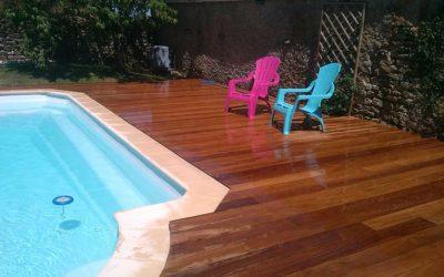 Réalisation d'une plage de piscine en bois exotique